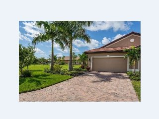 Beautiful Villa in SWFL!  Pet Friendly!  Available starting Dec 1st.