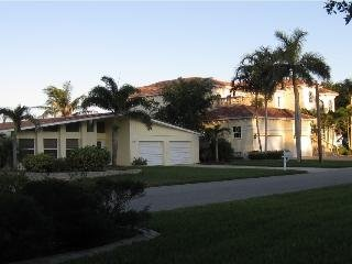 RIVER FRONT,stunning view,Large 3 bedroom 2 bath home,Pool,Spa,villa RIVERFRONT, alquiler de vacaciones en Cape Coral