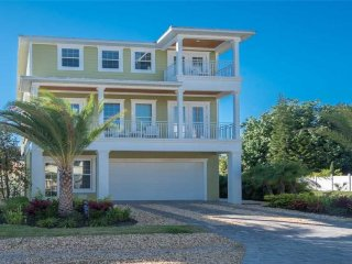 5 Bed/3.5 Bath/2900sq ft/Heated Pool/Golf Cart/Game Room/Beach Across St