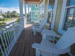 5 Bed/3.5 Bath/2900sq ft/Heated Pool/Golf Cart/Game Room/Beach Across St
