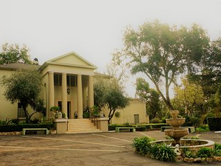 Historic Montecito Estate, exclusive guest side w private suites, jams/coffee