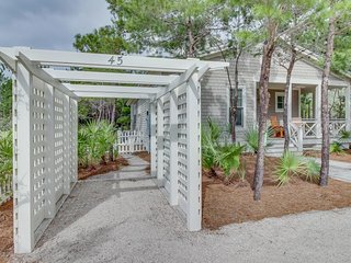 Elegant home w/ carriage house, outdoor kitchen, shared pool & easy beach access