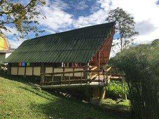 Alojamiento en la  Reserva  Natural +Tours con  Avistamiento de Aves y Cafe