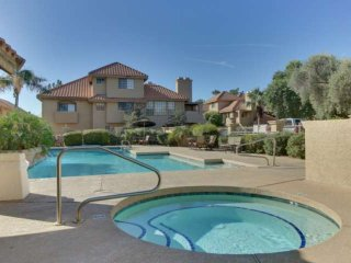 Freshly updated Perfect Location! Heated Pool/Spa, Minutes from Giants stadium &