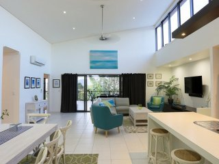 Hilltop Views - 4 Bedroom House - Cannonvale WIFI