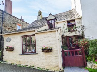 HILLDENE COTTAGE, pet friendly, cosy location, in Boscastle, Ref. 968766