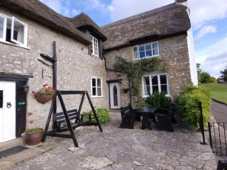 QUAKERS, thatched cottage, dog-friendly, close to Axminster, Ref 967329