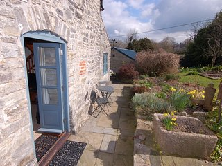 THE CIDER BARN, traditional cottage, close to Wells, WiFi, Ref 967256