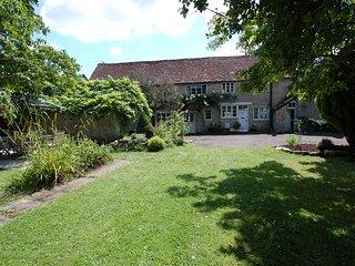 QUIST COTTAGE, period farmhouse near the town of Taunton, Ref 967262