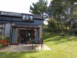 MEWSTONE, on Maenporth Estate, indoor pool, beach nearby, Ref 980816
