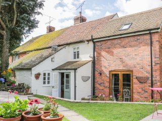 FISHERMAN'S COTTAGE, exposed beams, Sky TV, Bose sound system, near Ludlow  Ref