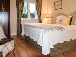 GREENWAY, luxury, detached cottage, hot tub, woodburner, pet-friendly, walks