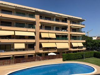 102B - Apartamento con piscina y parking en 10 linea de mar
