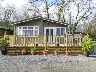 LANGDALE 6, single-storey lodge on site with swimming pool, in the Lake District