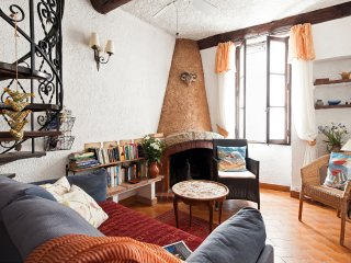 Charming Provencal Apartment, Antibes Old Town, Ramparts.