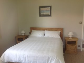 Double Bed Self-Catering Studio, Bright & Modern