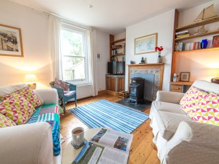 Beechwood, Kingswear. Spectacular views of River Dart with 3 bedrooms