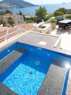 Spa pool on the roof terrace to cool off and enjoy the view