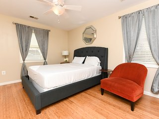 Private Room 1 Queen Bed/ Fast WiFi/ 4kTV Netflix