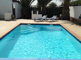 Three Palms Villa - Private pool, Air-con, fibre Wifi, Licensed holiday home