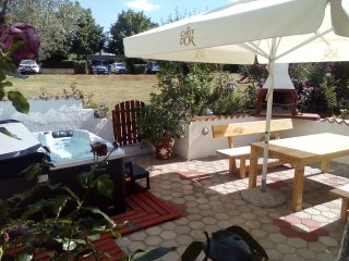 Moderno e bellissimo appartamento con vasca idromassaggio e barbecue in giardino