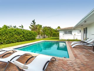 5BR House with Large Backyard at North Miami Beach