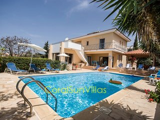 Poseidon Prestigious 4 bedrm - Large Pool  Privacy