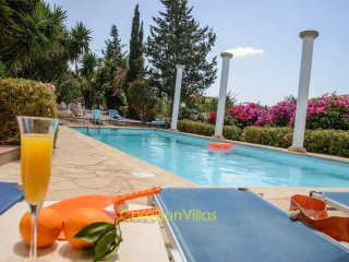 TRANQUIL villa 3 bedrm - Colorful Garden, Privacy