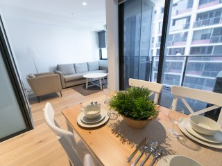 A Cozy CBD Home Near Southern Cross + Pool & Gym