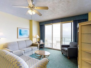 Waterfront condos w/ shared pools, hot tubs, & beach access - snowbirds welcome