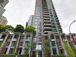 In The Heart of Yaletown, Stunning, Fully Renovated, bright 1 bedroom and Den.