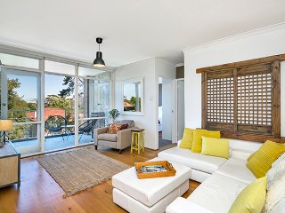 Light, Bright Super Convenient Apartment CAB01