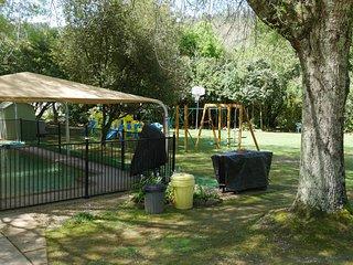 Lorikeet Unit : Enjoyable Garden & Solar Heated Pool & Play Ground