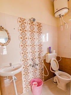 Attached bathroom, Ensuite
