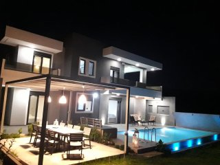 2 New Brand & Private Pool Villas, Amazing locathion, 3 min drive to the beach