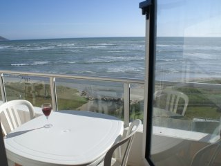 Nice flat at Emerald Bay Greenways Golf Estate, right on the beach!