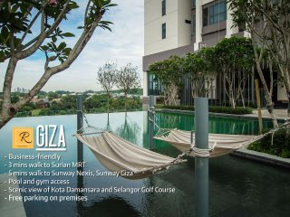 Dashing 1 BR Condo-Doorstep to Surian MRT-GIZA