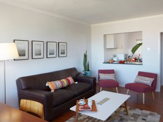 2BR flat with great views, style & comfort in Cape Town's best neighbourhood
