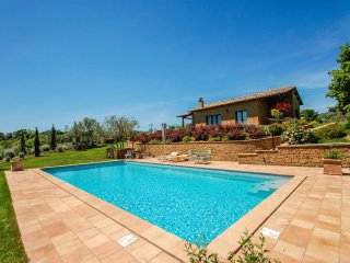 Detached villa with private pool near Bolsena lake. Panoramic view on the lake.