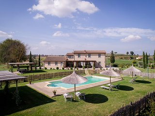 La Rugantina, beautiful villa in the countryside with stunning view on Cortona.