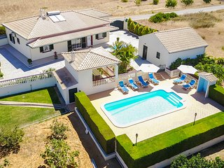 UP TO 50% OFF! ARVELA, Fenced pool area,table tennis, AC,WiFi,close to beach