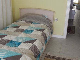 Twin bedroom in  Apt. Close to  Altinkum Beach. Own Balcony. Didim.