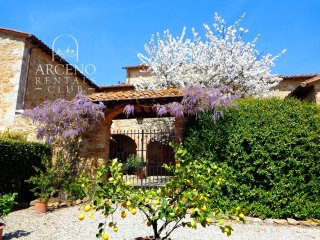 'Arco al Poggio', Arceno Rentals Club, Exclusive Private Tranquil Villa & Pool