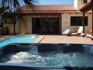 Rosa de Laguna, Lajares. Luxurious detached 5-bed villa, heated pool and hot tub