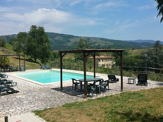 stunning villa between florence and Lucca, swimming pool, large green park