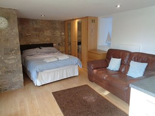 Cross House Studio-Dog Friendly, Barn Conversion