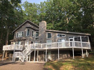 Spectacular Family  Retreat: Amenity filled Community, 3 levels, 4 decks:private