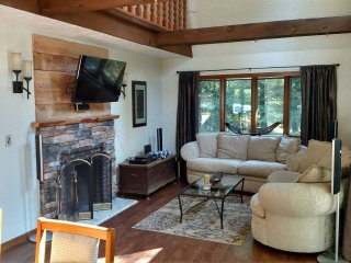 Perfect for Large Groups- Close to Skiing