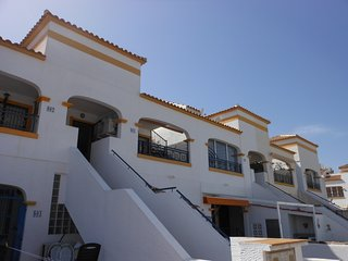 (481) Casa Cope 2 bed apartment air-con Wi-Fi quiet location opposite pool