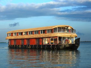 Pearlspot 6 Bedroom Upperdeck conference hall, deluxe/luxury  Houseboat